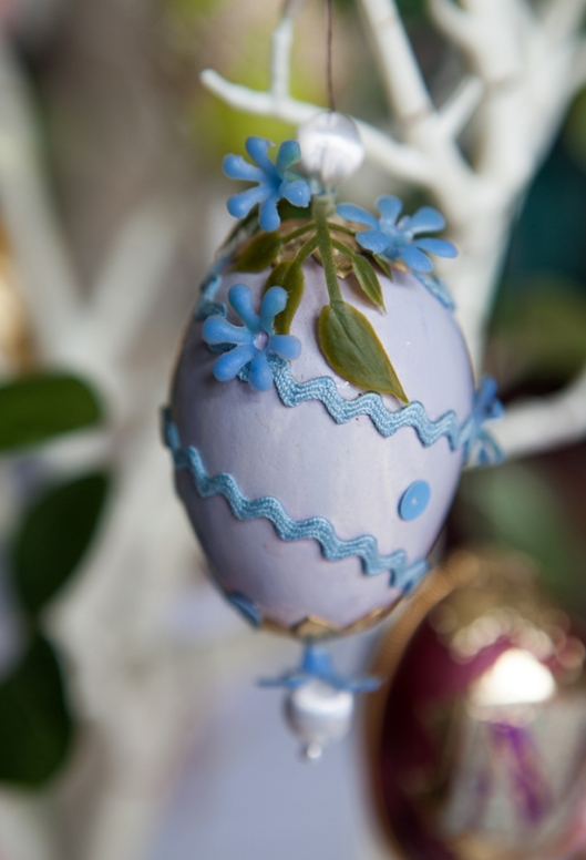 12 1968 Blue Flower Egg