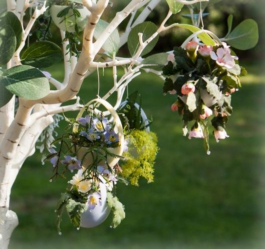 18 Hanging Basket Egg Tree