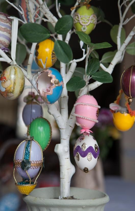 19 1968 Egg Tree 2