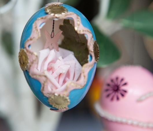 8 1968 Pink Rose Egg