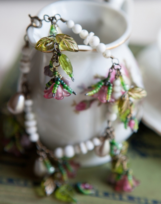 I love how loose and draping the leaves are on this bracelet.