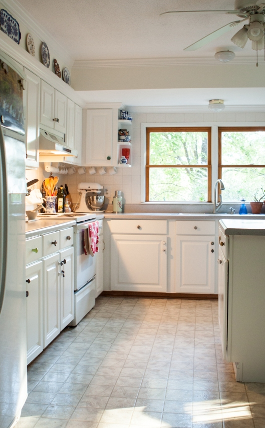 Kitchen AFTER the remodel. Oh how gloriously bright!