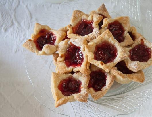 16 Cherry Tarts