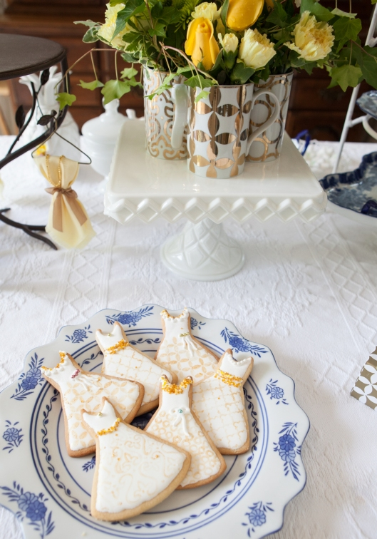 5 Gilded dress cookies
