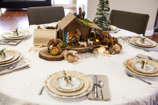 1-christmas-wood-tablescape-front