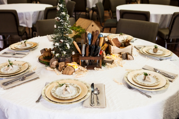 2-christmas-wood-tablescape-1658