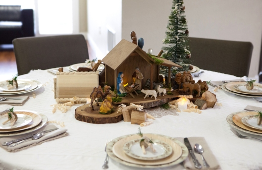 28-christmas-wood-tablescape