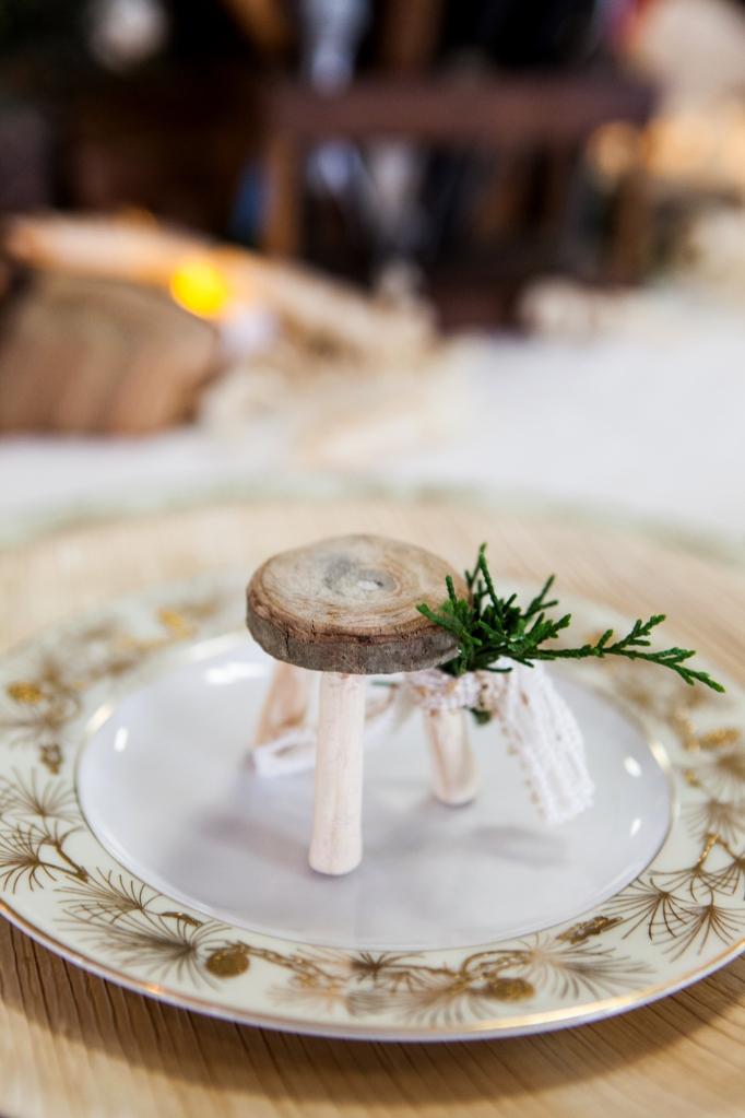 6-3-christmas-wood-tablescape-favor